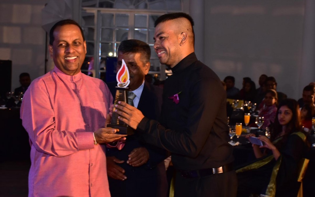 "REV. KIRBY RECEIVES THE ""SWARNADEEPA"" GOLDEN AWARD FROM H.E PRESIDENT MITHREEPALA SIRISENA"